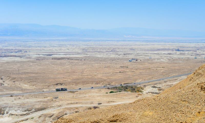 Wegen in de negevwoestijn stock afbeeldingen
