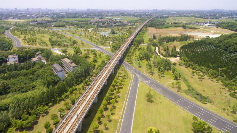 Wegen en spoorwegen stock afbeelding