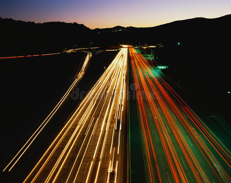 Weggeschoten lichten van snelweg in Los Angeles, CA stock afbeelding