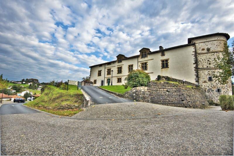 Wegmening in Espelette-dorp van Frans Baskisch land royalty-vrije stock afbeeldingen