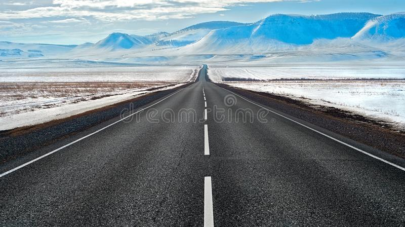 Wegroute in Siberië stock foto