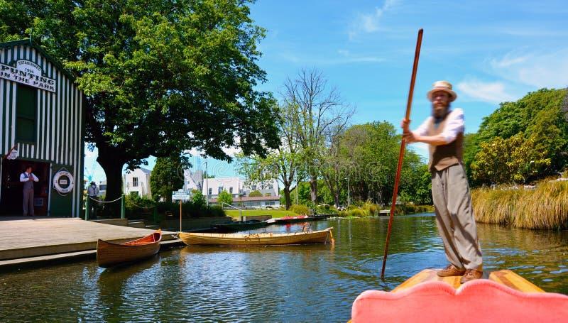 Wegschoppend zeeman op de rivier van Avon Christchurch - Nieuw Zeeland stock fotografie