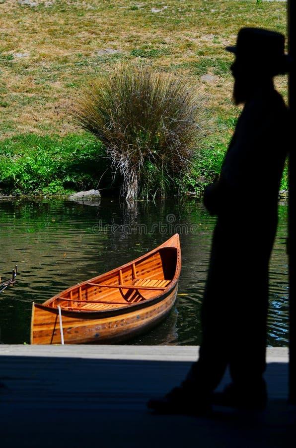 Wegschoppend zeeman op de rivier van Avon Christchurch - Nieuw Zeeland stock afbeeldingen