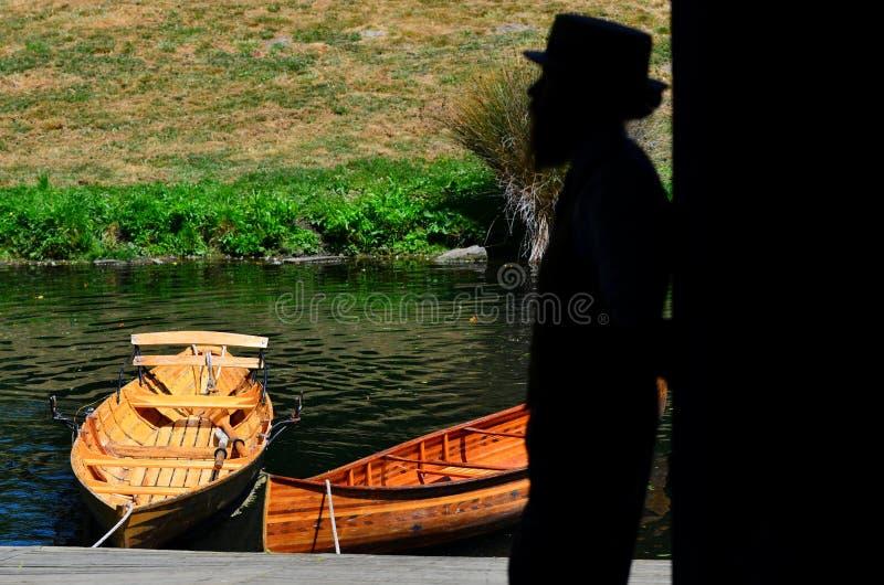 Wegschoppend zeeman op de rivier van Avon Christchurch - Nieuw Zeeland royalty-vrije stock afbeeldingen