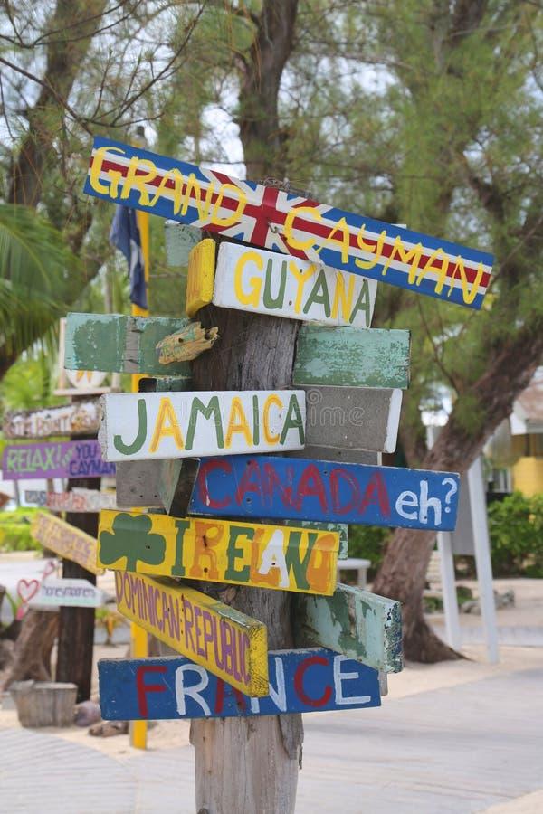 Wegweiser bei Grand Cayman stockfotos