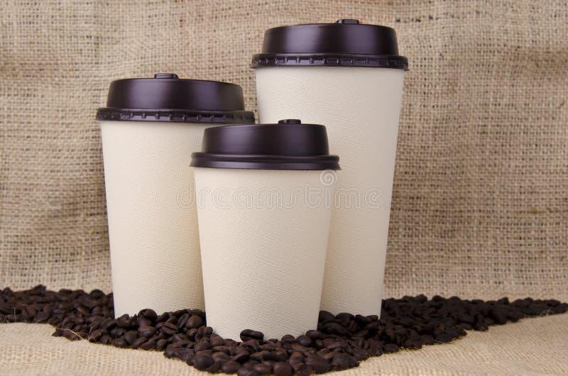 Wegwerfbare Kaffeetassen lizenzfreies stockfoto