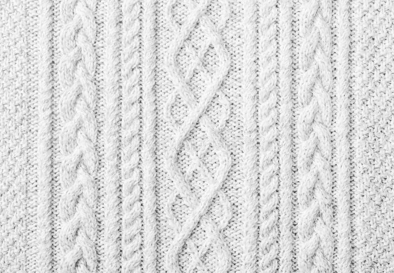 Weiß gestrickter Strickjackenhintergrund stockfoto