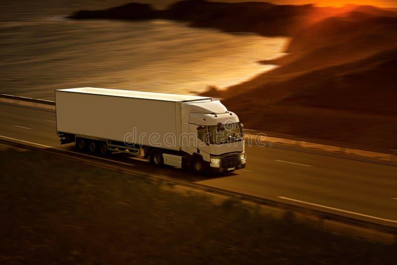 Weiß-halb LKW stockbild