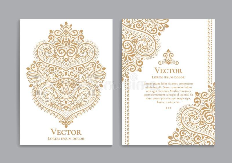Weiß und Goldeinladungskarten mit einem luxuriösen Weinlesemuster stock abbildung
