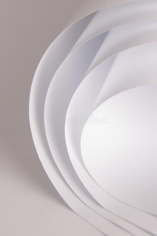 Weißbuch auf weißem Hintergrund, hohe Schlüsselbelichtung, in hohem Grade abstrakt stockfotografie