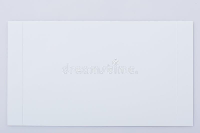 Weißbuch mit Perforierung lizenzfreie stockbilder