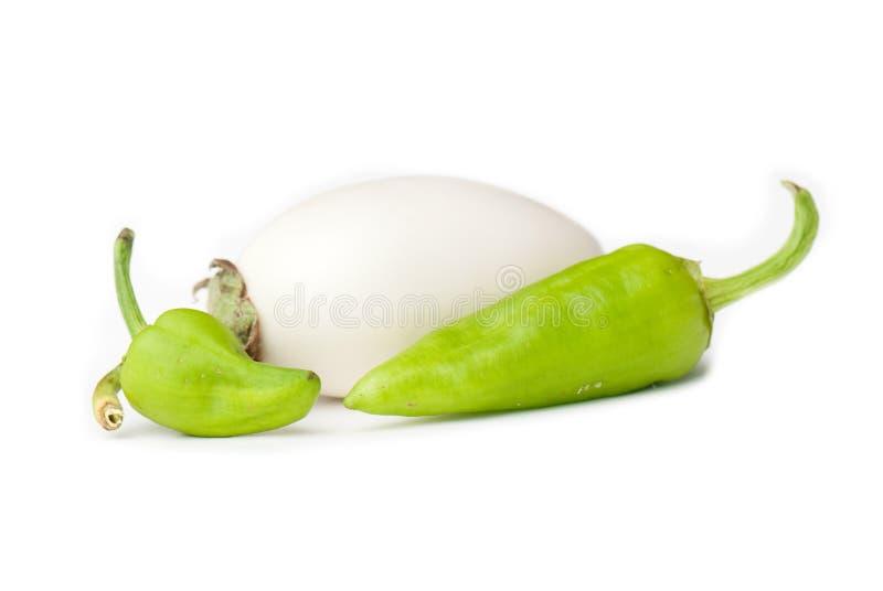 Weiße Aubergine und Pfeffer stockbild