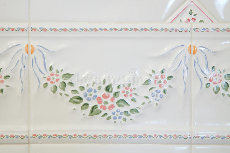 Weiße Badezimmerfliesen stockfotografie