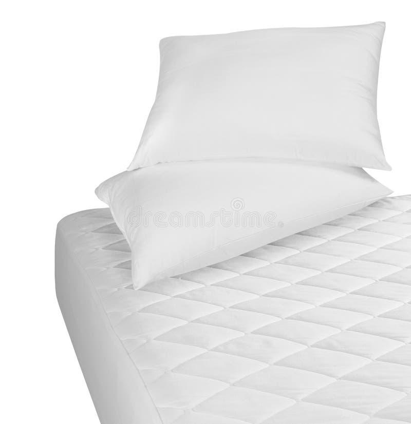 Weiße Bettwäsche. Getrennt lizenzfreie stockfotografie