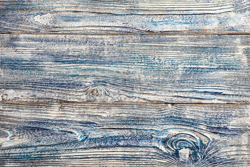 Weiße blaue Farbe auf hölzernen Brettern der alten hölzernen Planken schlurfte getragen einigen Schichten gebrochenem gemaltem sc stockbilder