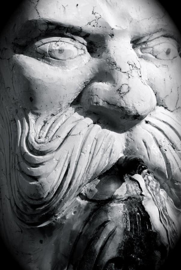 Weiße Brunnenskulptur stockfotografie