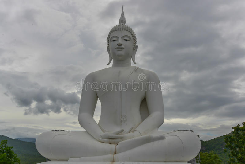 Weiße Buddha-Statue stockfotografie