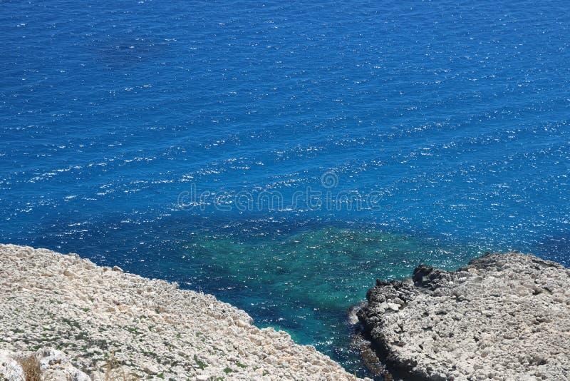 Weiße Felsen in schönem Zypern lizenzfreie stockbilder