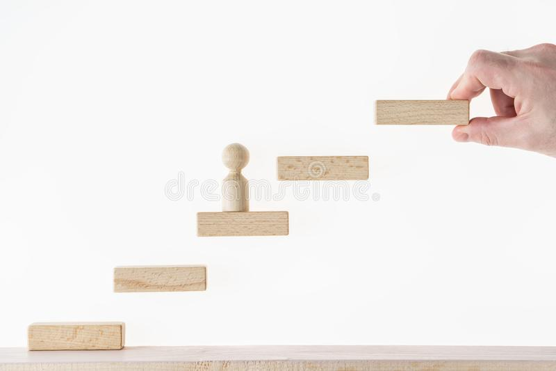 Weiße getrennte 3d übertragen Getrennt auf Weiß Konzept des Geschäfts Erfolg lernend Mann klettert die Treppe Erzielen des Erfolg lizenzfreies stockbild