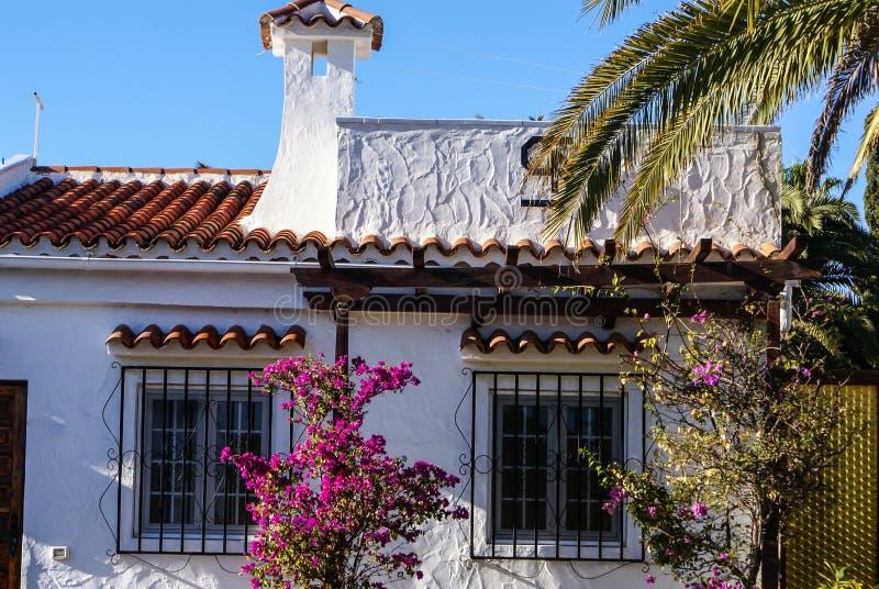 Weiße Häuser in Maspalomas-Erholungsort, Europ, lizenzfreie stockbilder