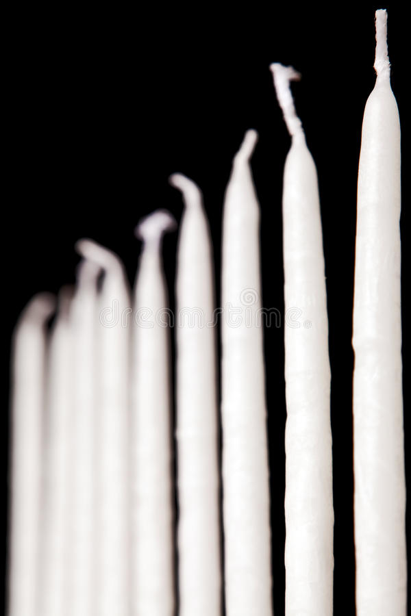 Weiße Hanukkah-Kerzen stockfotografie