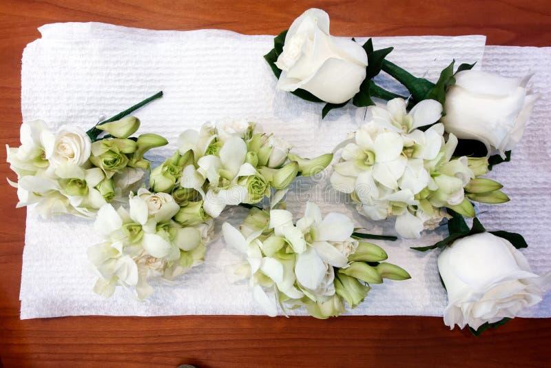 Weiße Hochzeits-Corsagen lizenzfreies stockfoto