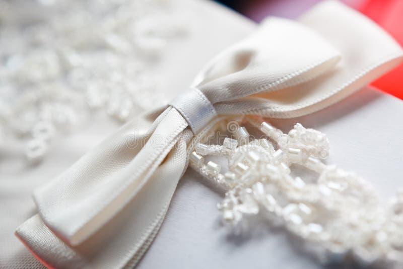 Weiße Hochzeits-Handschuhmacher stockbilder