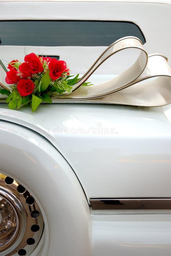 Weiße Hochzeitslimousine stockbilder