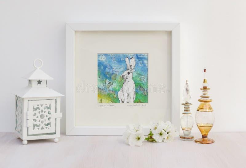 Weiße Innenanzeige Feld Kaninchen collaged Zeichnung, heller Hintergrund stockfotos