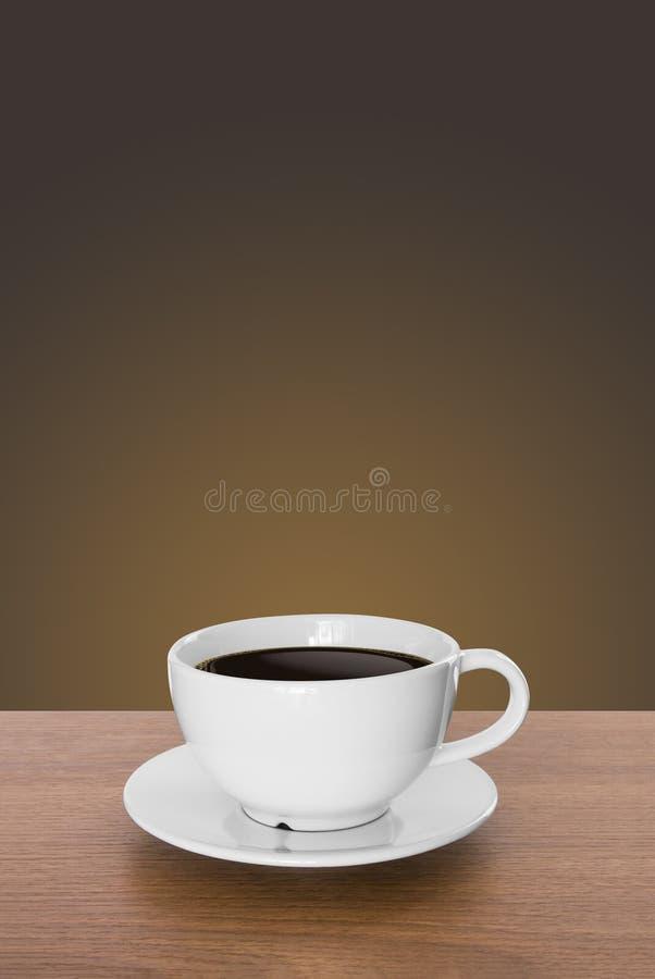 Weiße Kaffeetasse und heißer Espressokaffee auf Holztisch braun stockfotografie