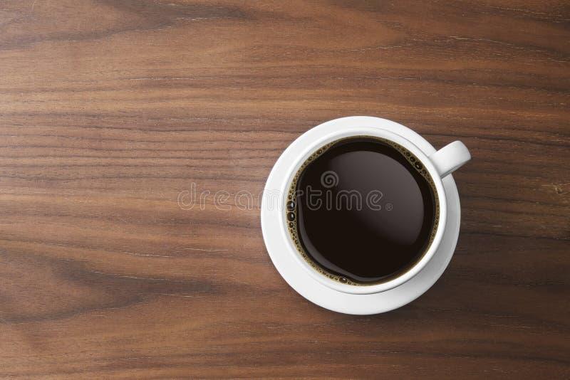 Weiße Kaffeetasse und heißer Espressokaffee auf Holztisch Spitze VI stockbilder