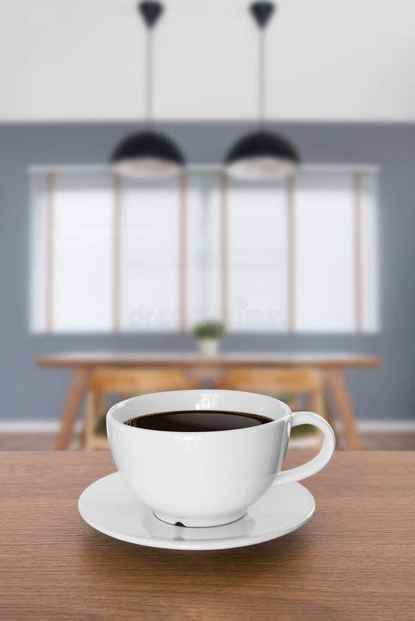 Weiße Kaffeetasse und heißer Espressokaffee auf Holztisch Unschärfe b stockfotos