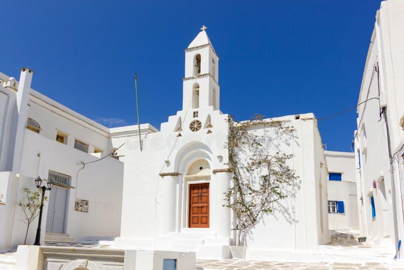 Weiße Kirche in Tinos-Insel, Griechenland lizenzfreie stockfotos