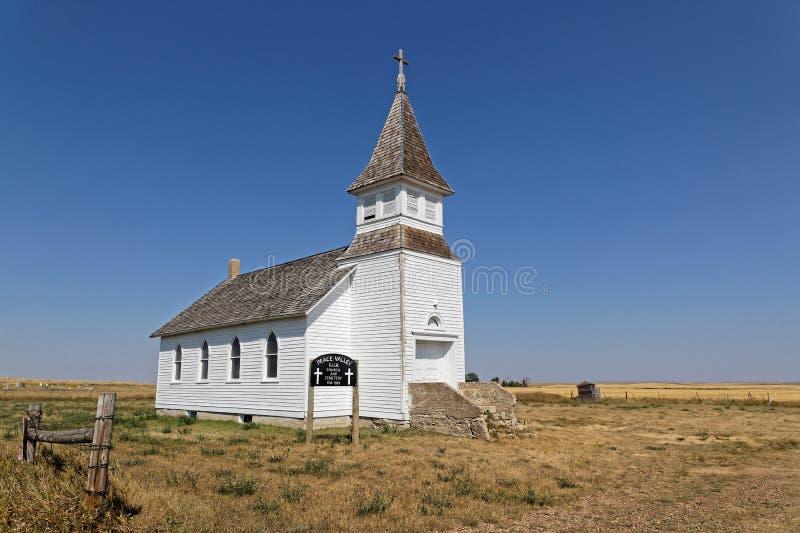 Weiße Kirche verlor in den Ebenen von North Dakota lizenzfreie stockbilder