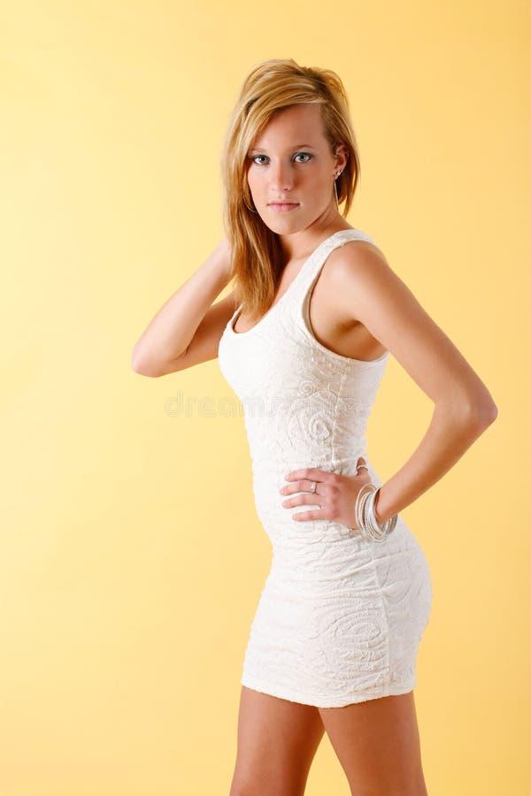 Weiße Kleidart und weise lizenzfreie stockfotos