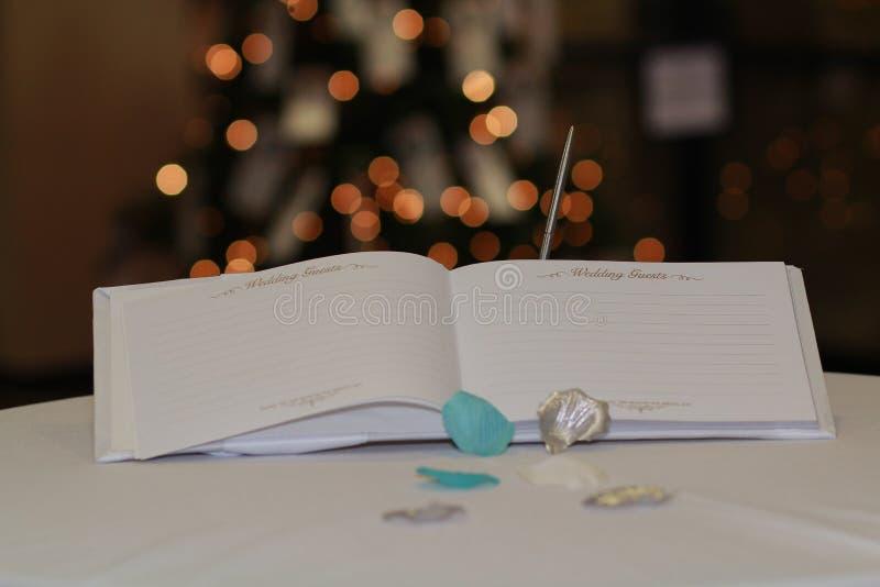 Weiße Lichter Gast-Buch Bokeh lizenzfreie stockfotos