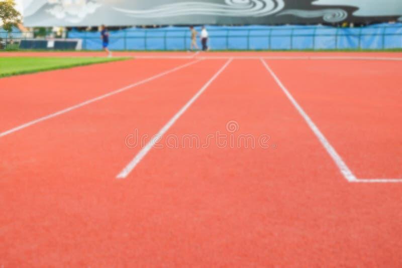 Weiße Linie auf Sportboden im Stadion stockfoto