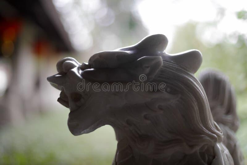Weiße Marmor-kirin Skulptur lizenzfreie stockbilder