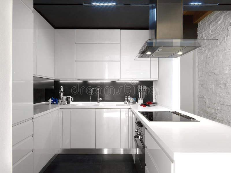 wei e moderne k che mit stahlger ten stockbild bild von raum niemand 21773001. Black Bedroom Furniture Sets. Home Design Ideas
