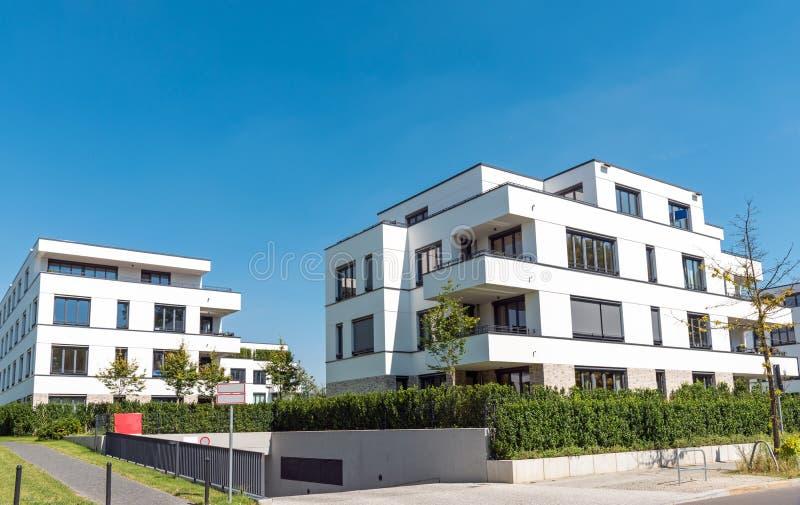 Moderne Mehrfamilienhäuser Bilder weiße moderne mehrfamilienhäuser in berlin stockfoto bild