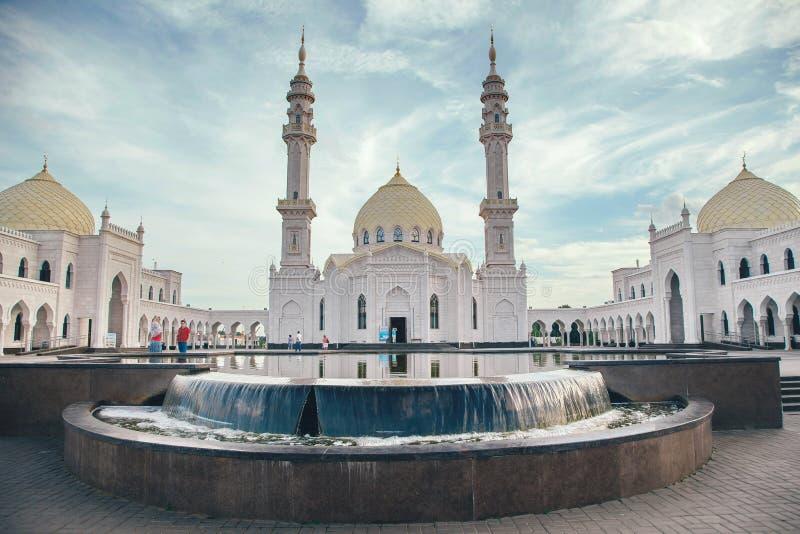 Weiße Moschee im Bau in Bolgar, Tatarstan, Russland lizenzfreie stockfotos