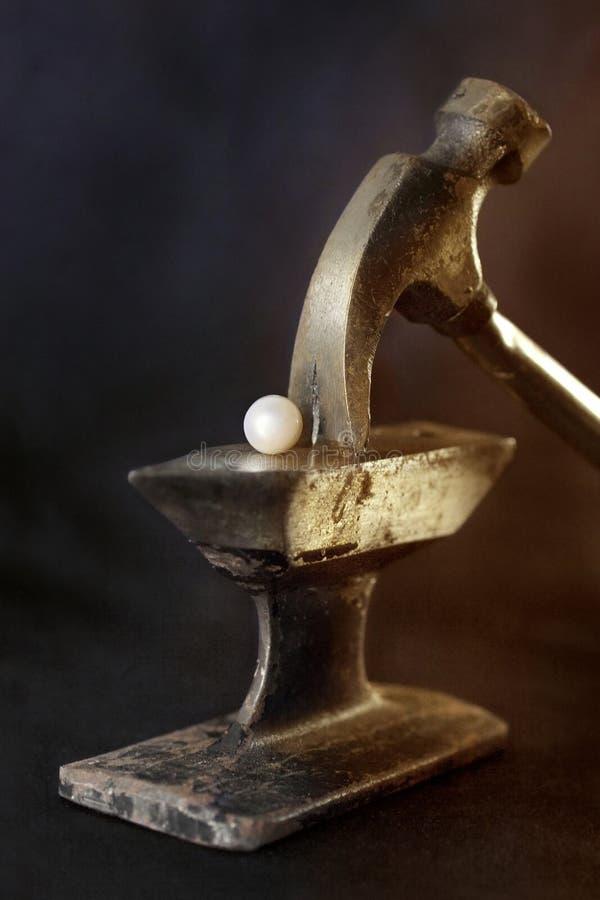 Weiße Perle geschmiedet lizenzfreie stockfotografie