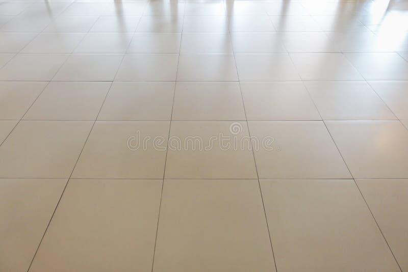 Weiße rechteckige Fliesen, die Musteroberflächenbeschaffenheit ausbreiten Nahaufnahme des Innenarchitekturdekorationshintergrunde lizenzfreies stockfoto