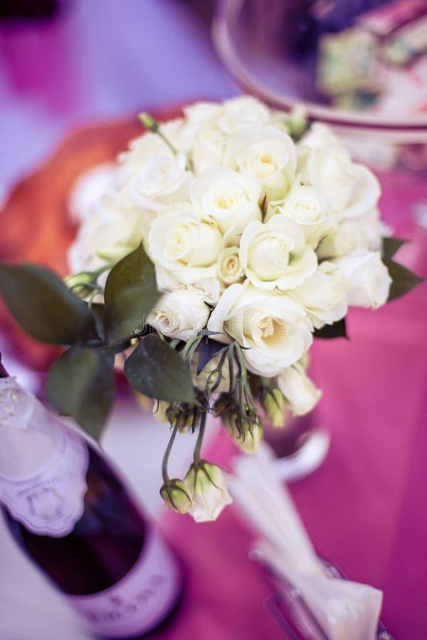 Weiße Rose Bouquet lizenzfreies stockfoto