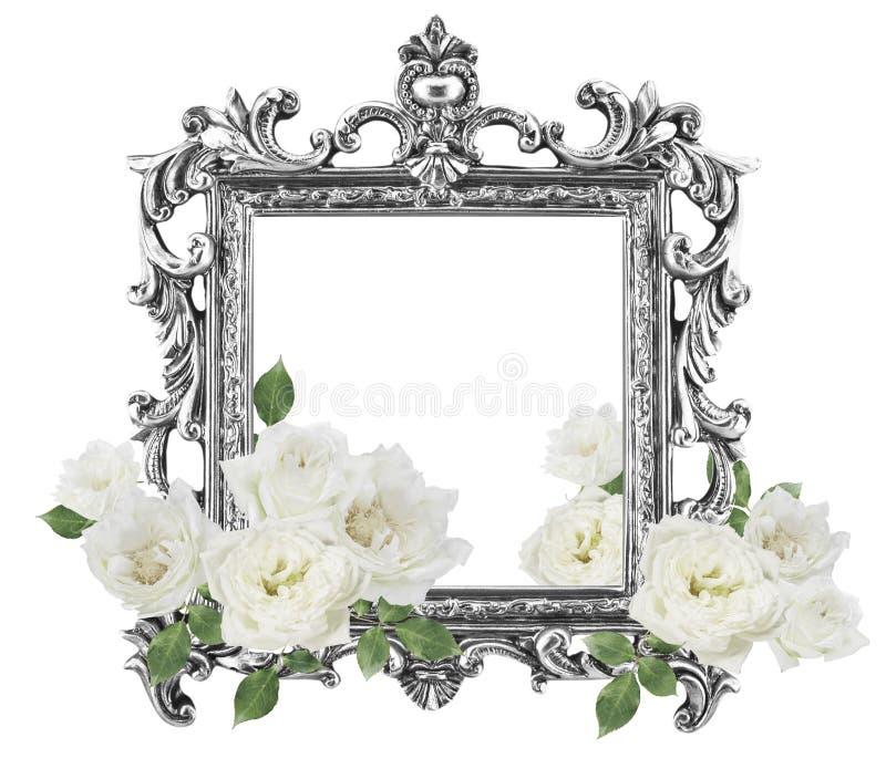 Weiße Rosen des antiken goldenen Rahmens herum lokalisiert auf weißem backgr lizenzfreie stockfotografie
