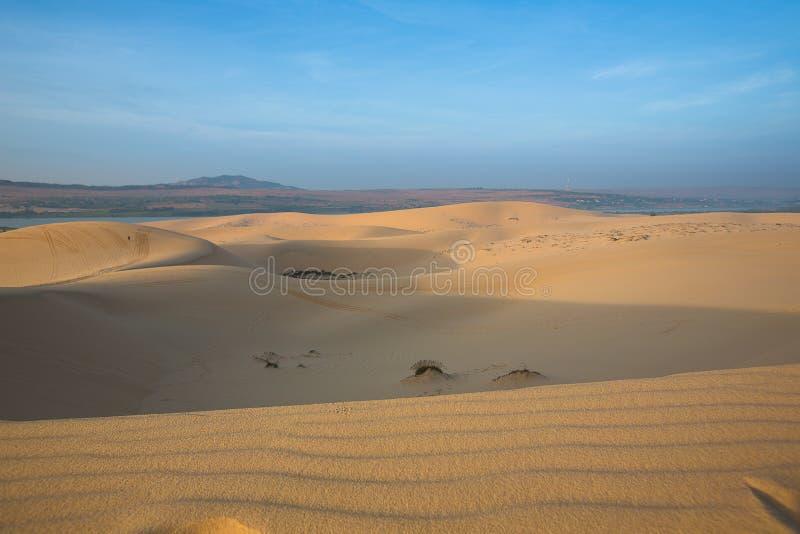 Weiße Sanddünen - Mui Ne, Vietnam lizenzfreies stockbild