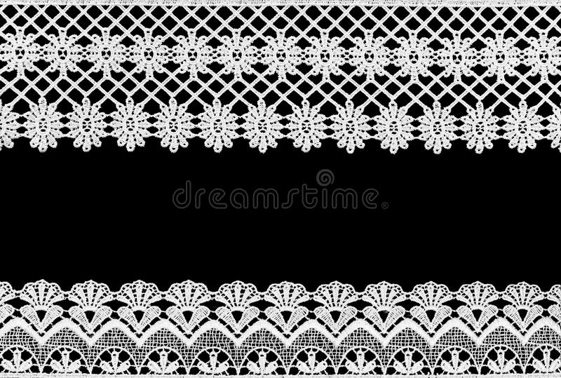 Weiße Spitze auf dem schwarzen Hintergrund lizenzfreies stockbild