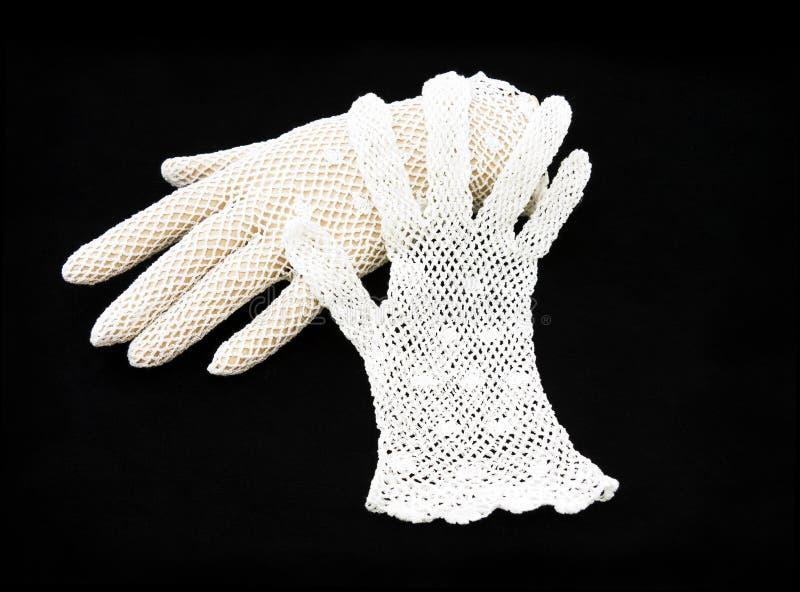 Weiße Spitzehandschuhe der Weinlese. lizenzfreie stockfotos