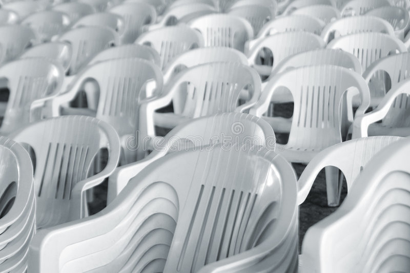 Weiße Stühle stockfoto