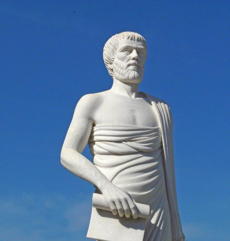 Weiße Statue von Aristoteles lizenzfreie stockfotos